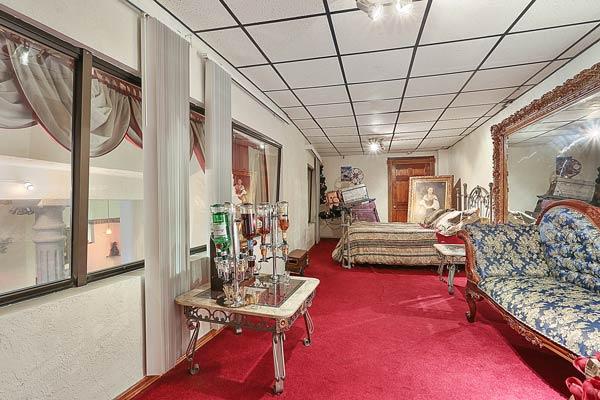 inside view of 217 E. Walnut St, Green Bay red carpet